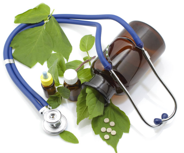 what is a holistic medicine doctor